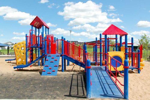 Razones para llevar a jugar a tu hijo al playground