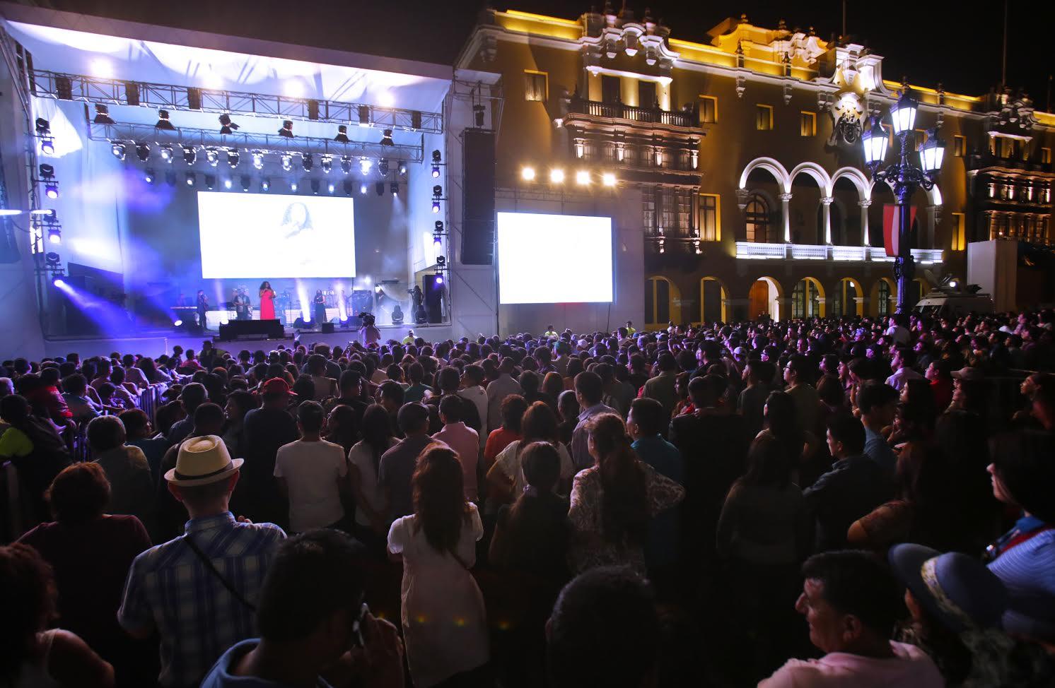 Serenata a Lima, música, fiesta, Plaza de Armas